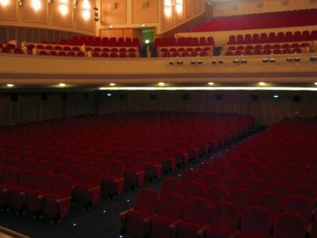 Saal von der Bühne aus
